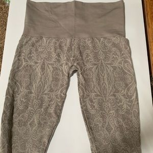 Soma Slimming Leggings Taupe NWOT